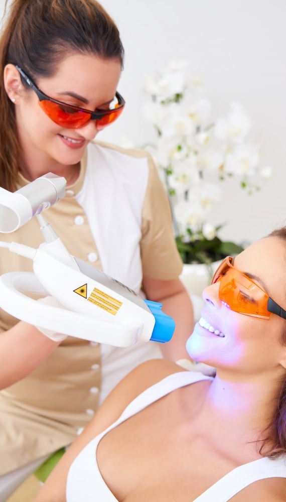 Professional WHITEsmile FLASH saloon tooth whitening